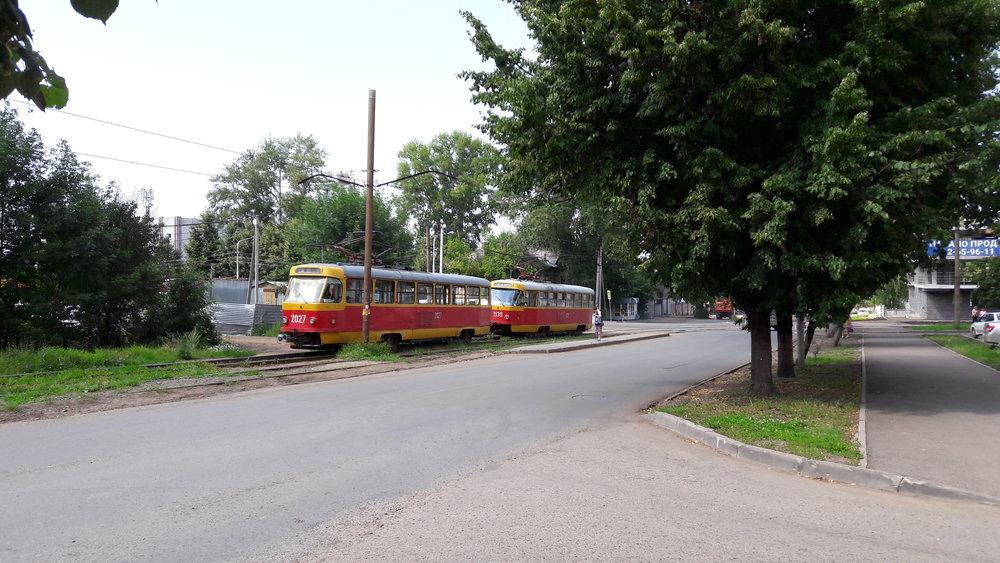 Jedna z tramvají zrovna vypověděla službu, a tak celá trať stála...