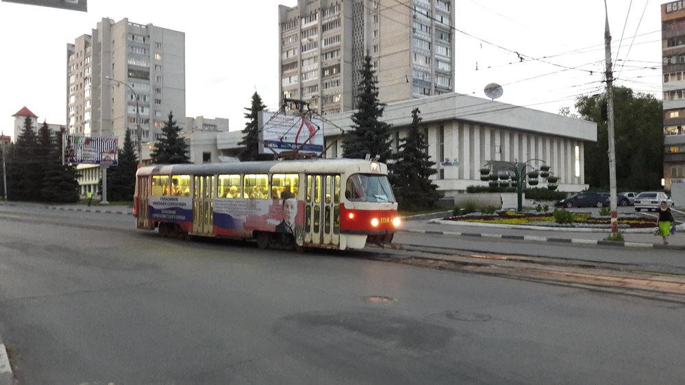 Tramvaj na ulici Železnoj Divizii