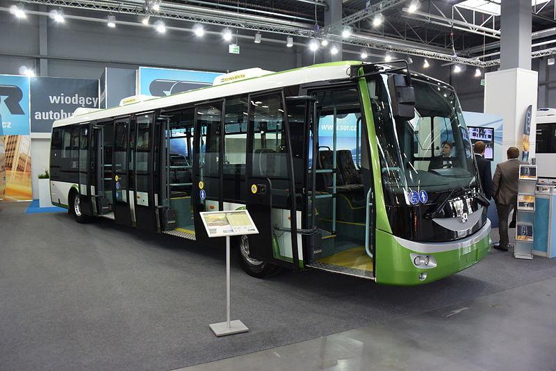 Elektrobus SOR EBN 11 na veletrhu v polských Kielcích. Právě tento typ vozidla by se měl objevit v Polkowicích, pakliže dojde k podpisu smlouvy. (zdroj: Wikipedia.org)