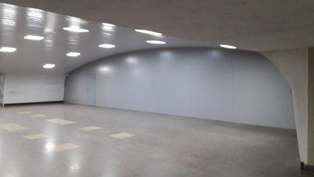 A takto to v podchodě/nehotové stanici vypadá.