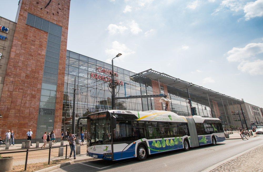 15 000. vyrobený autobus v závodě v Bolechowě je elektrobus o délce 18 m. (foto: Solaris Bus & Coach)