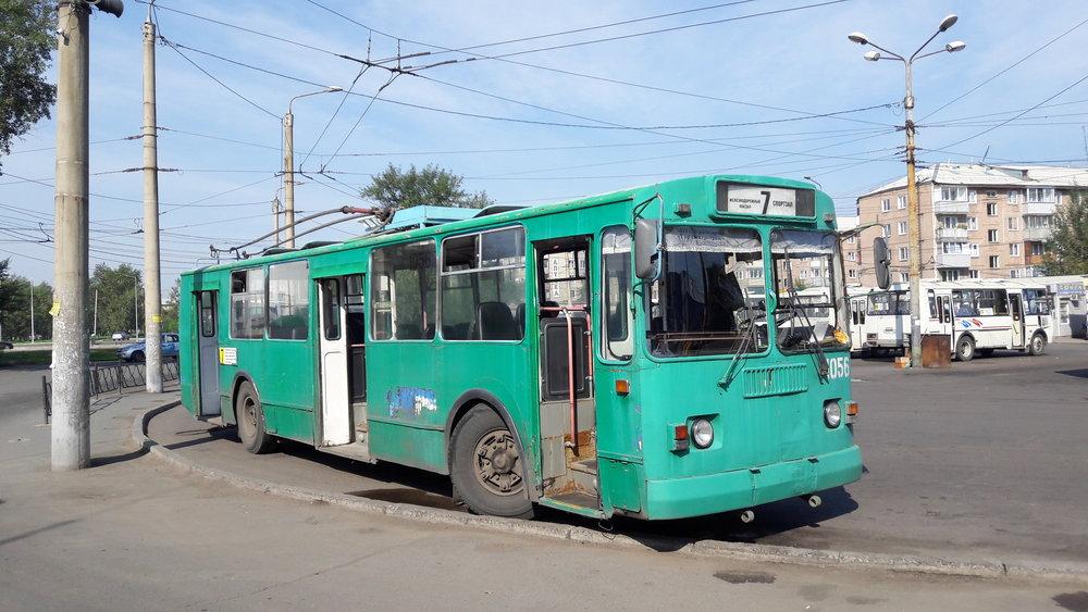 Vůz ZiU-682G-012 na konečné Sportzal. ZiUček je ve městě stále dostatek.