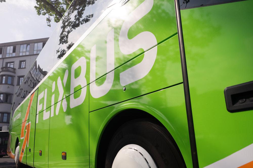 Síť autobusových linek se rozšiřuje, databanka fotografií určená pro novináře prozatím ne, a tak přikládáme tradiční ilustrační foto společnosti.(zdroj: FlixBus)
