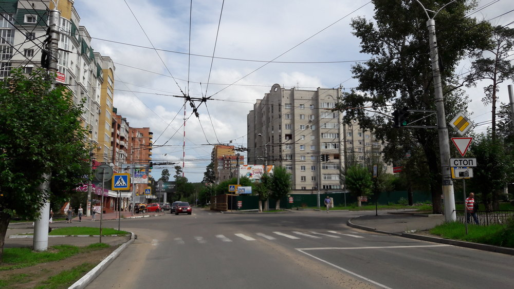 Ulice Butina: doleva jede linka č. 1 k vozovně, doprava linka č. 2 na konečnou ZabVO.