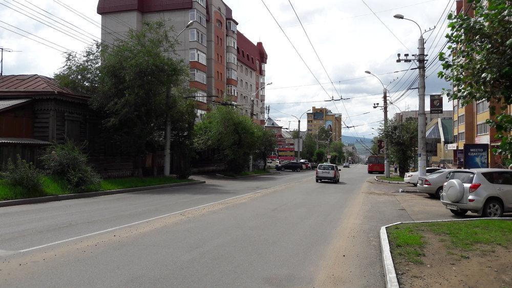 Ulice Butina potřetí, tentokrát ve směru k centru, potažmo nádraží.