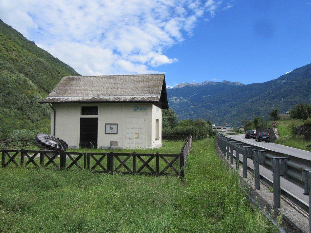 Nenápadný domeček vedle silnice je bývalou měnírnou Sernio. (foto: Gunter Mackinger)
