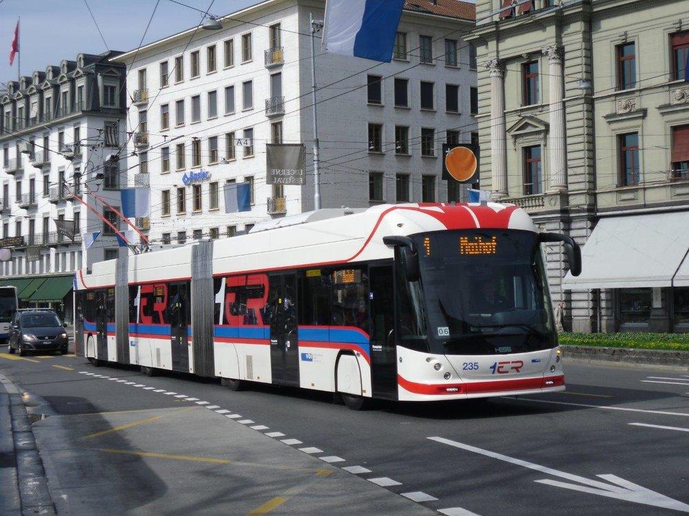 Trolejbus HESS SwissTrolley 4 v Luzernu. Typově identický vůz by se měl objevit v ulicích Salzburgu. (foto: Gunter Mackinger)