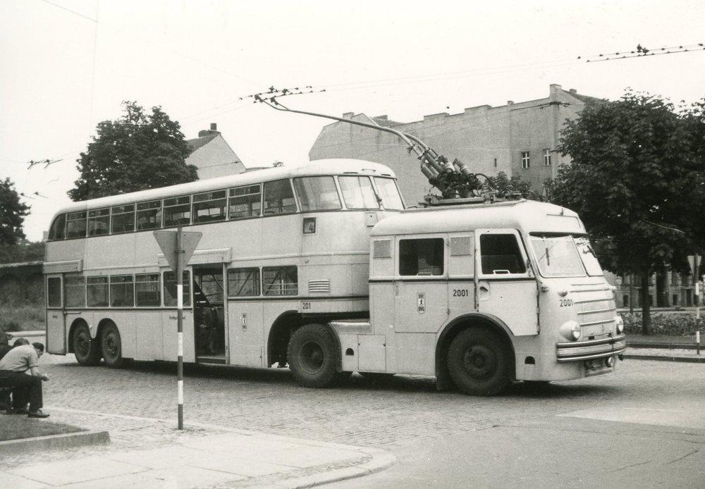 Jediný svého druhu – trolejbusový tahač ES6. (zdroj: www.berliner-verkehrsseiten.de)