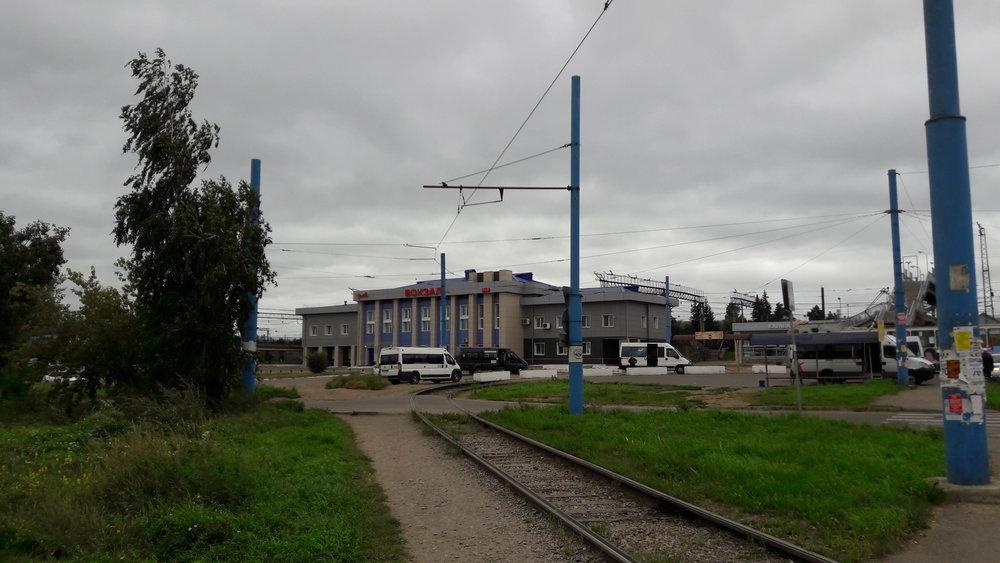 Smyčka u nádraží.