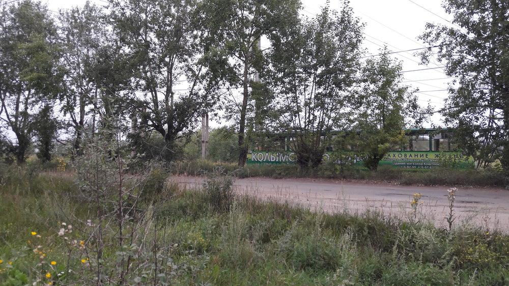 Podobných objektů je podél trati směřující na severozápad celá řada.