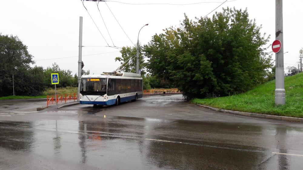 Na konečné Lodočnaja na jihovýchodě města,odkud pokračoval loni parciální trolejbus dále.