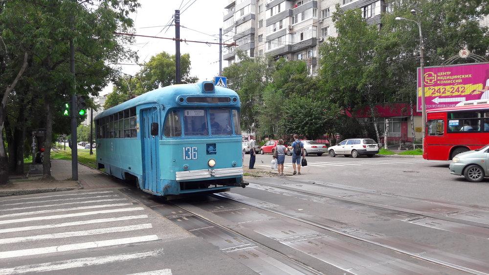 Tramvaje typu RVZ-6M2, který vyráběl proslulýRižskij vagonostrojitělnyj zavod, dodnes v Chabarovsku jezdí.