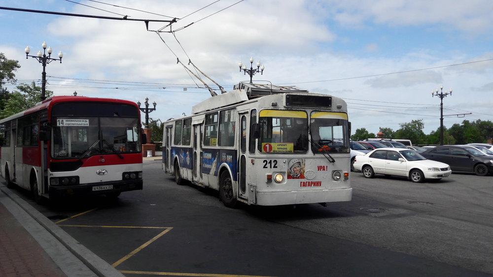 Trolejbus na Komsomolském náměstí.