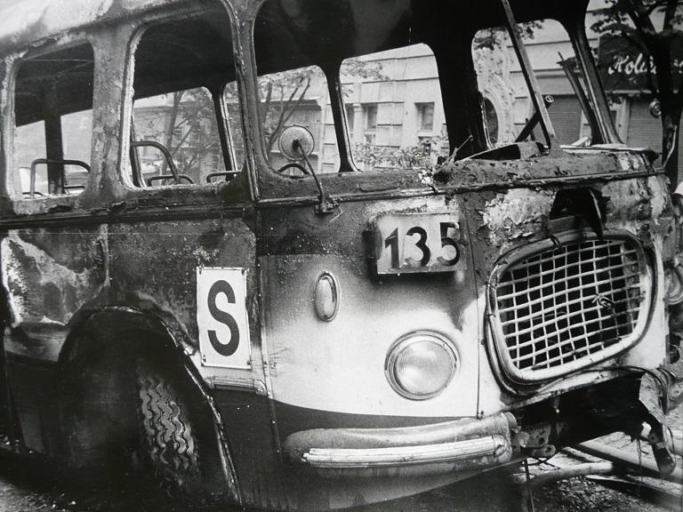 Jeden ze zničených autobusů Škoda 706 RTO linky č. 135. (foto: Jan Ohlídal, sbírka: Josef Bouška)