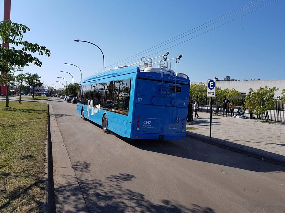 Zde vidíme trolejbus se sklopenými sběrači. (zdroj: Trolebuses Rosarinos)