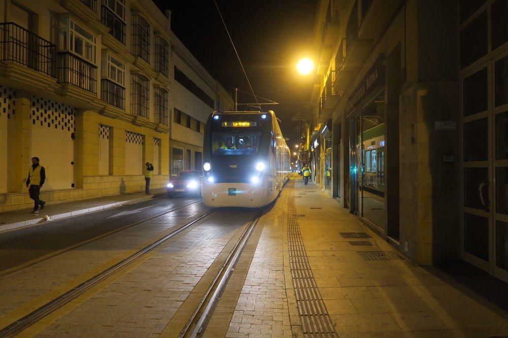 Z letošní dubnové noční zkoušky na ulici Mendizábal v Chiclaně de la Frontera. (foto: Agencia de Obra Pública de la Junta de Andalucía)