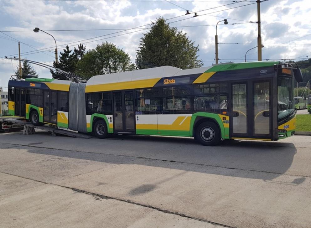 Trolejbus Škoda 27 Tr - Solaris absolvoval před předáním do DPMŽ krátké zkušební jízdy v Bratislavě. (foto: DPMŽ)