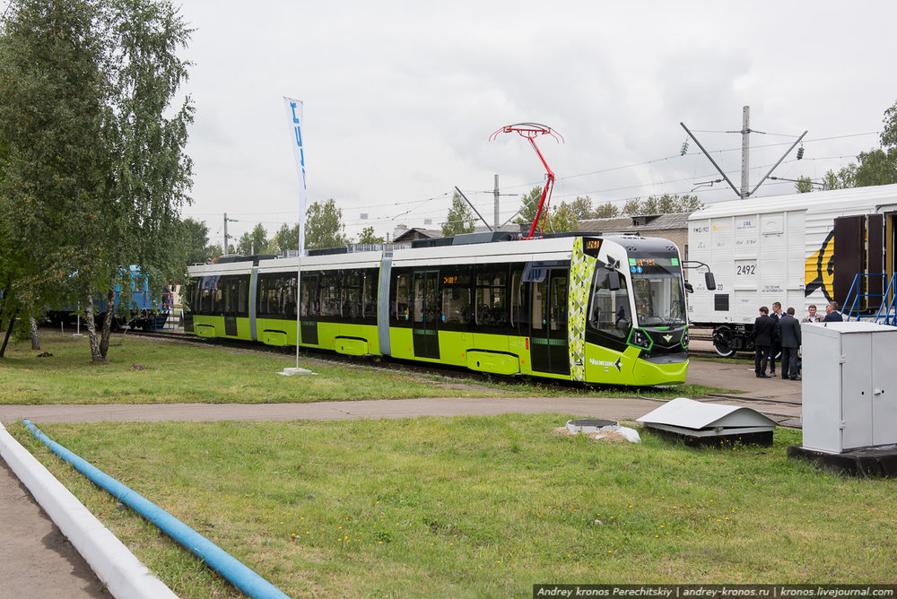 Nová tramvaj na veletrhu EXPO 1520.