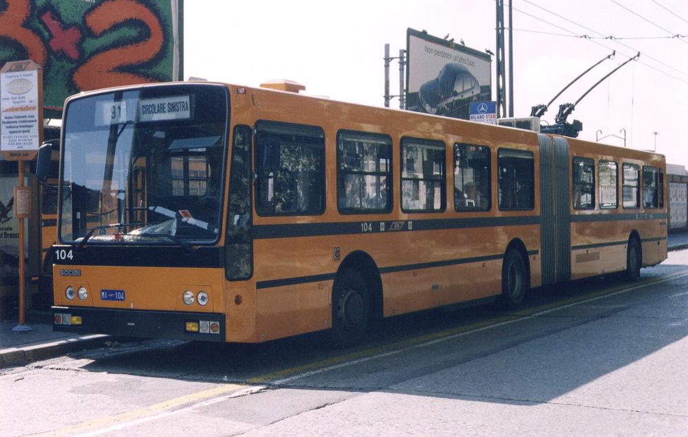 Trolejbus Iveco 2480 Socimi na ilustračním snímku. Tento typ by se měl stát za pár let v milánských ulicích minulostí. (foto: Wikipedia)