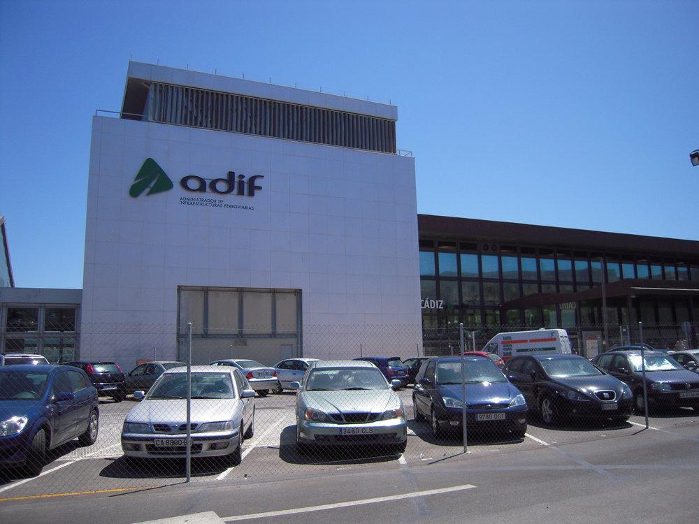 Železniční stanice Cádiz, kde by měla vlakotramvaj končit. Snímky pocházejí z roku 2009. (foto: autor)