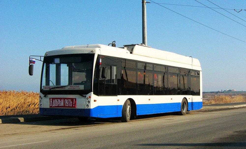 Snímek z 31. 1. 2017 ukazuje vůz Trolza-5265.00 «Megapolis», který v Machačkale získal ev. č. 245. Nejedná se o nový vůz, ke Kaspickému moři totiž přišel z Krymu a od roku 2014, kdy byl vyroben, stihl navštívit i Bělgorod a Smolensk. V Machačkale byl jen na zkouškách a v březnu 2017 putoval zpět k výrobci.(foto: Alim Kazimagomedov)