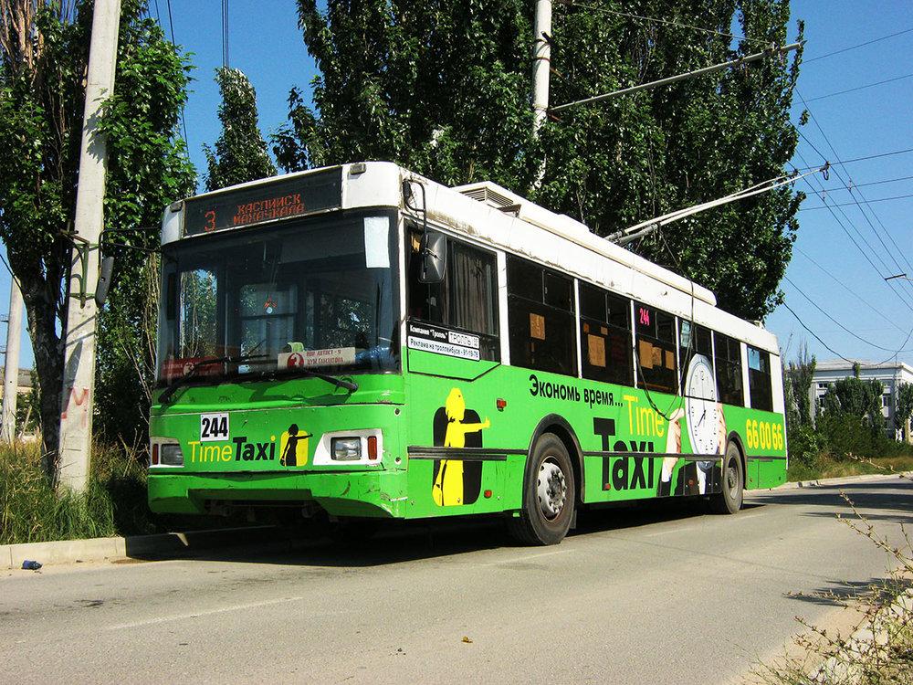 Vůz Trolza-5275.03 «Optima» ev. č. 244 na konečné v Kaspijsku dne 5. srpna 2017. (foto: Alim Kazimagomedov)