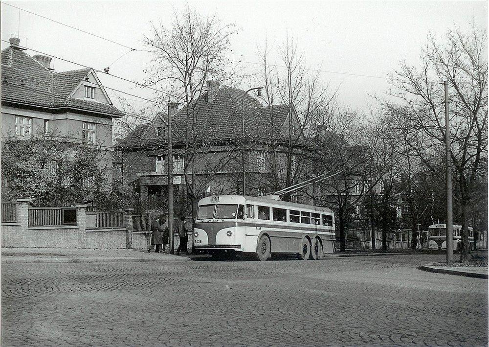 """Na """"zahájení"""" trolejbusové dopravy v Praze nebude chybět ani trolejbus Tatra 400. (sbírka: Tomáš Dvořák)"""