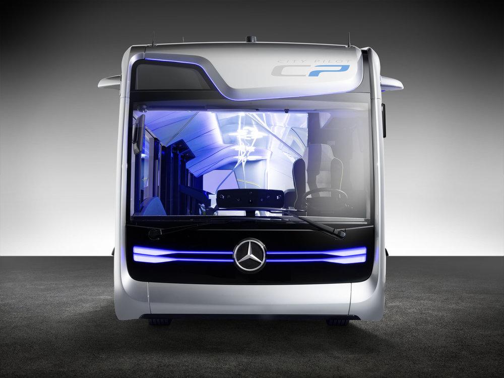 Mercedes-Benz Future Bus se představil letos i v Holýšově. Produkt je zajímavou technickou hříčkou, reálně s ním ale příliš počítat nejde. (foto: EvoBus)