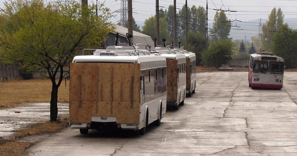 První vozidla na dvoře místní vozovny. (foto: Ivan Žukov)