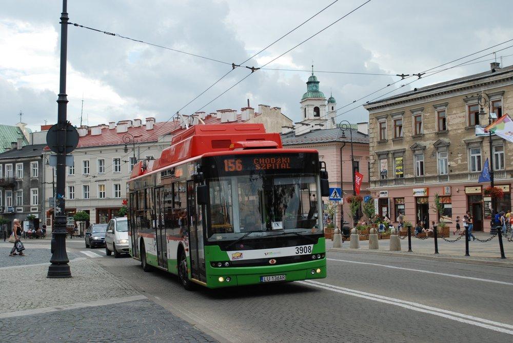 Trolejbus URSUS T701.16 je ve skutečnosti ukrajinským Bogdanem. Zde je vyfocen v centru Lublinu v červenci 2017. (foto: Libor Hinčica)