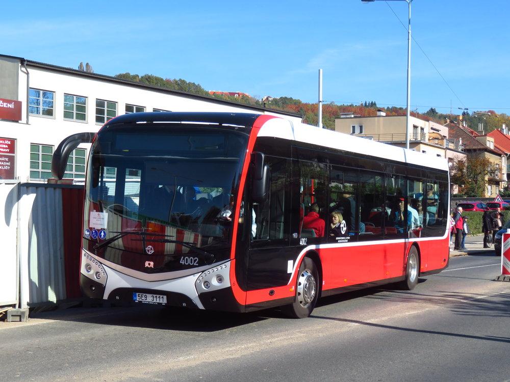 O trolejbus sice nešlo, ale i tak byl o svezení vozidlem SOR ENS 12 velký zájem. (foto: Ing. Filip Jiřík)