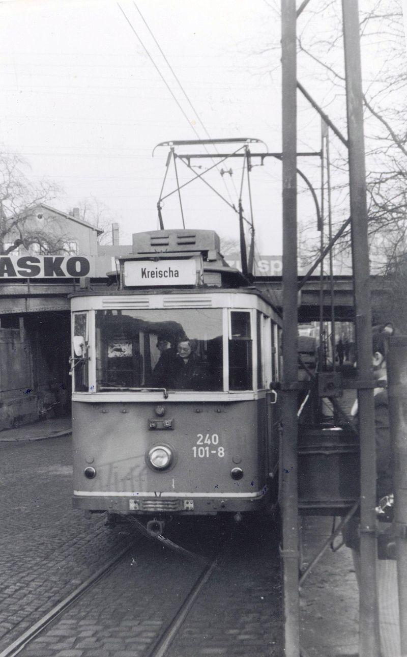 Poslední den provozu - 18. 12. 1977 - byl zachycen vůz ev. č. 240 101-8 z roku 1926 v Niedersedlitz. Tramvaj (původního ev. č. 9) se dochovala dodnes na Kirnitzschtalbahn v Bad Schandau, kde je jako historický vůz vyhotovena v provedení, v němž sloužila právě na Lockwitztalbahn. (zdroj: Wikipedia.org)