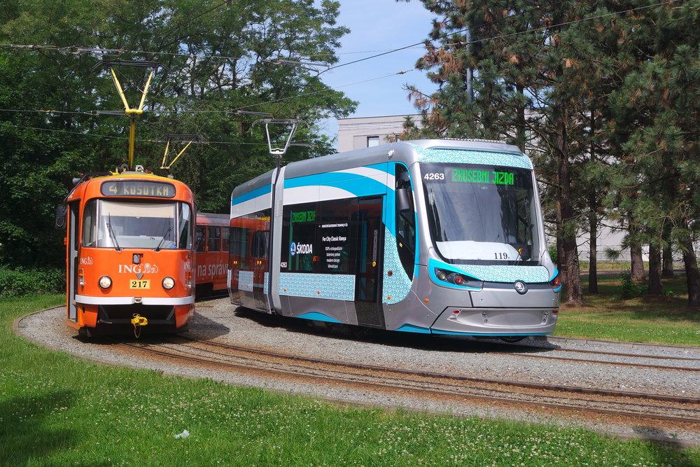 Tramvaj Škoda 28T pro tureckou Konyu během zkoušek v Plzni. (foto: Jan Šlehofer)