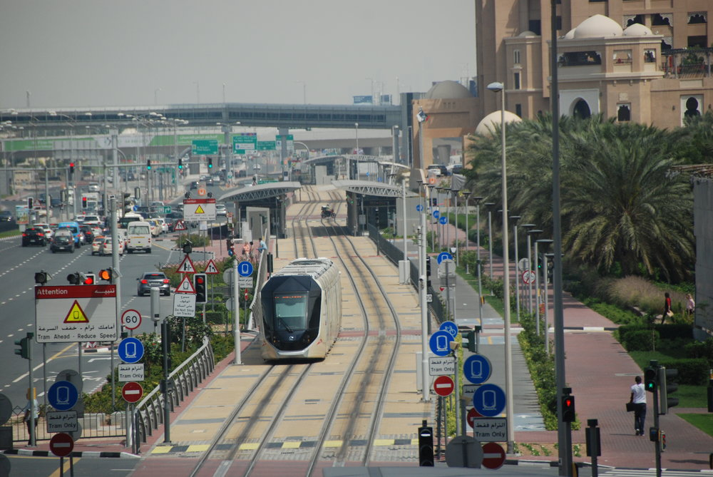 Tramvajová trať v Dubaji se systémem APS. (foto: Libor Hinčica)