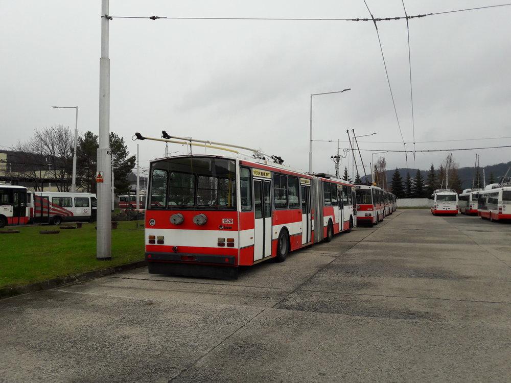 Trolejbus Škoda 15 TrM ev. č. 1529 prošel opravou, vůz ev. č. 1528 je momentálně v jedné z hal vozovny odstrojen až na kostru a bude rovněž omlazen. Pracovníci místní vozovny zvládají náročné práce sami.Dodejme, že mezi léty 1988 až 1990 přišlo do města 27 trolejbusů typu 15 Tr a další dva, typu 15 TrM, byly pořízeny na konci 90. let.