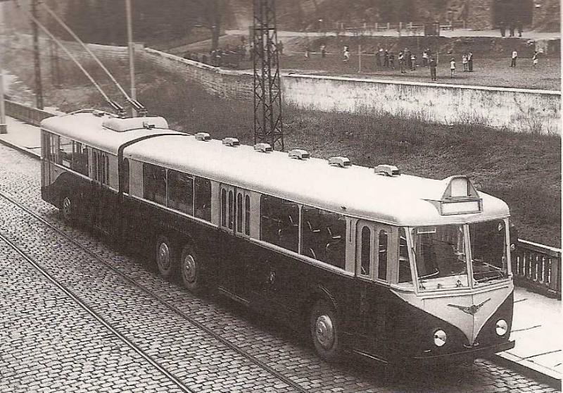 """Největší vozidlo, které kdy VETRA vyrobila, se objevilo pouze v podobě prototypu. Věnovat se mu budeme později. (repro z knihy """"Les trolleybus français"""", sbírka A. Presle)."""