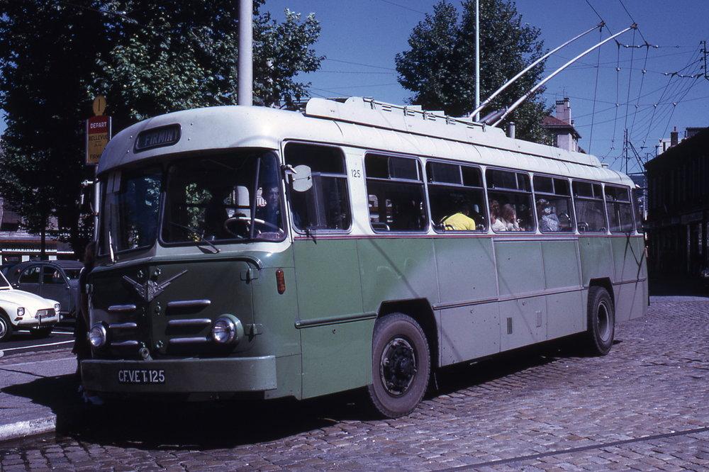 Saintétiennský vůz typu ELR ev. č. 125 byl roku 1972 zachycen v provozu s cestujícími.(foto: Jean-Henri Manara)