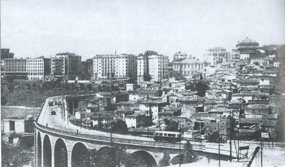 Vůz typu O.T.C. 5 na constantinském mostě Sidi Rached. (foto: archiv G. Mullera)