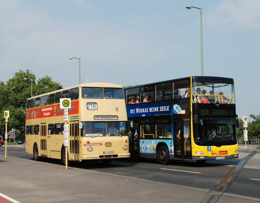 Jednou z linek, na kterých by se mohly výhledově objevit parciální trolejbusy, je i linka X34. (foto: Libor Hinčica)