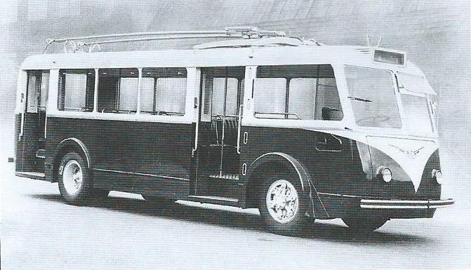Na tomto snímku vidíme jeden z pěti vozů původně určených pro nikdy nerealizovanou síť ve Versailles, a to již po příchodu do Amiens, kam nakonec byly nasměrovány. Doplňme, že původníbarevné schéma, ze snímku pochopitelně nezřetelné,bylo modro-šedé. (foto: VETRA / archiv G. Mullera)