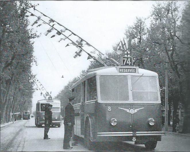 Zprovoznění linky č. 74 s vozem CB 60 ev. č. 8 na marseillské třídě Prado dne 26. dubna 1942. (foto: TRINDEL / sbírka G. Mullera)