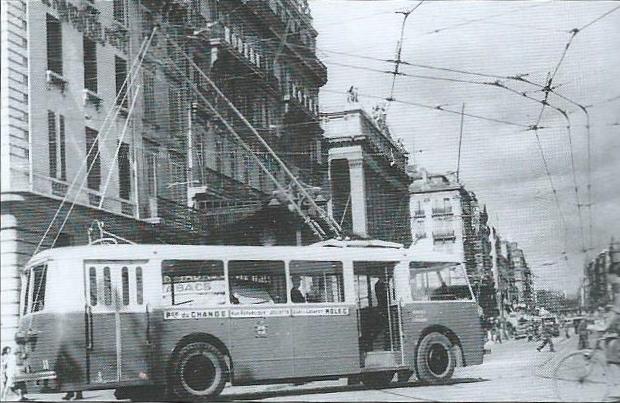 Dne 21. srpna 1943 byl zachycen vůz typu CB 60 při výjezdu na známou marseillskou ulici Canebière. (foto: archiv G. Mullera)