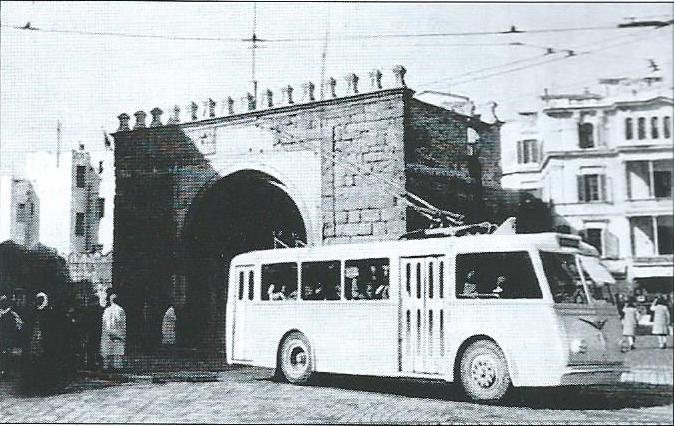 Vůz typu CB 45 ev. č. T9 u Porte de France ve městě Tunis. (foto: G. Mullera)
