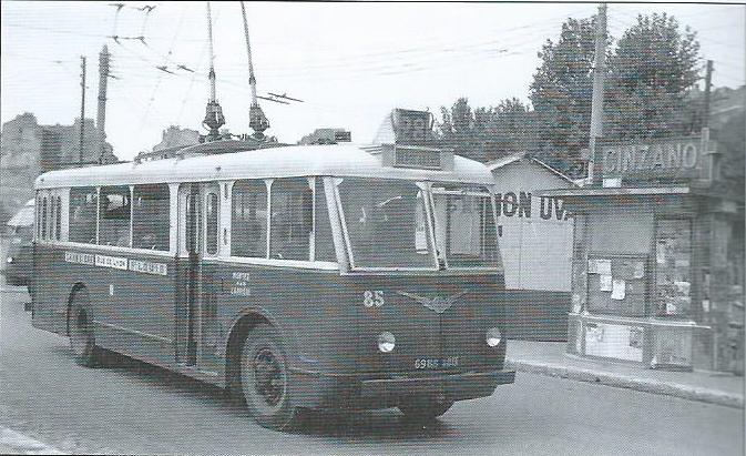 Roku 1957 byl marseillský vůz typu VCR ev. č. 85 zachycen na smyčce linky č. 28 St-Louis. (foto: D. Waltking, SEV)