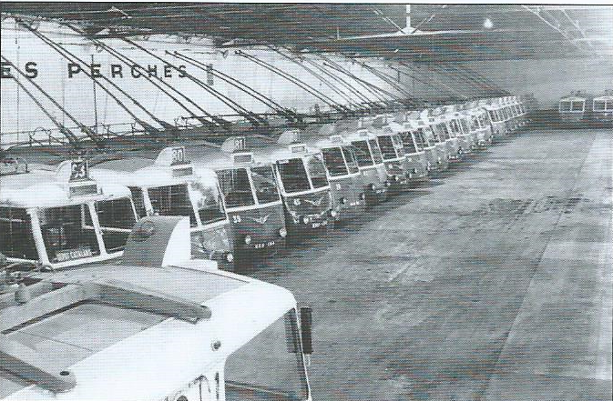 Marseillská vozovna Catalans plná trolejbusů typů CS 60 a CB 60. (foto: RATVM / archiv G. Mullera)