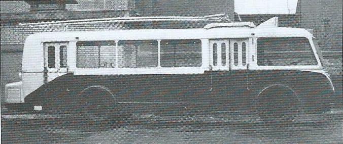 Boční pohled na jeden z patnácti vozů typu CS 60 pro CFRA. První vyráběné vozy tohoto typu neměly zadní dveře čtyřdílné, ale jen dvoudílné.(foto: archiv G. Mullera)