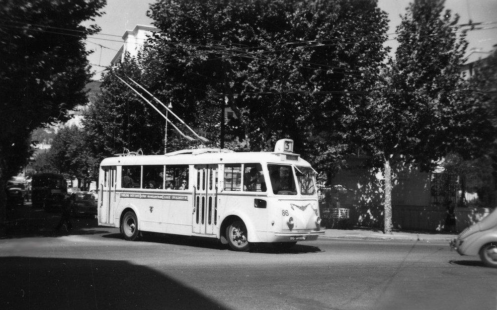 Ve čtvrtek 16. 8. 1956 byl v Toulonu vyfocen vůz CS 60, který krátce předtím dorazil z Bordeaux. (foto: Jean Capolini)