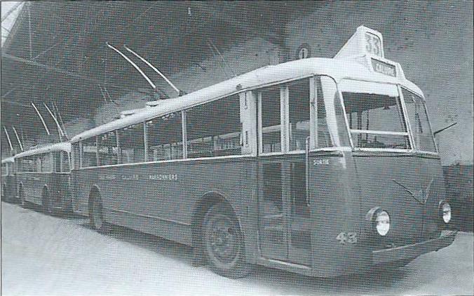 Vůz typu TEB 1 byl přímo odvozen z vozu TEA 1. Skříň byla v zadní části o něco prodloužena. Jednalo se o první francouzské vozy, kdy se umístilo stanoviště průvodčího k zadním dveřím. Nástup cestujících tedy probíhal jimi a výstup pak dveřmi předními. (foto: OTL / archiv G. Mullera)