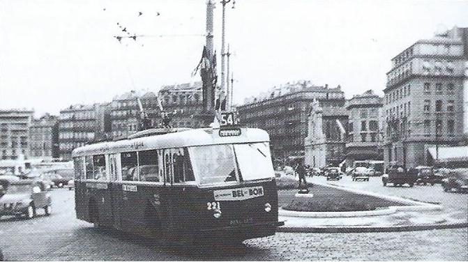 Jediný marseillský vůz typu VRB nesl ev. č. 221, zde zachycen na quai des Belges. (foto: J. Capolini)