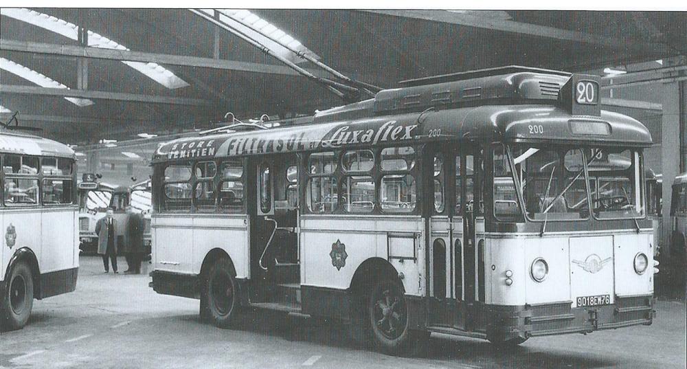Vůz VCV-T8 se mohl ve své přední části chlubit trojdílnými dveřmi. Celý svůj život trávil v Rouenu na nedlouhé lince č. 20 Place J. Lelieur – Bihorel. (foto: CTR / archiv G. Mullera)